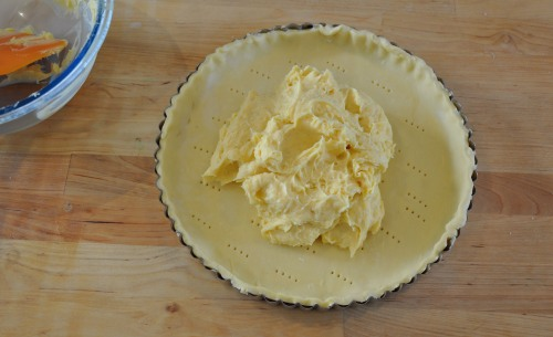 Spread the pastry cream over the puff pastry