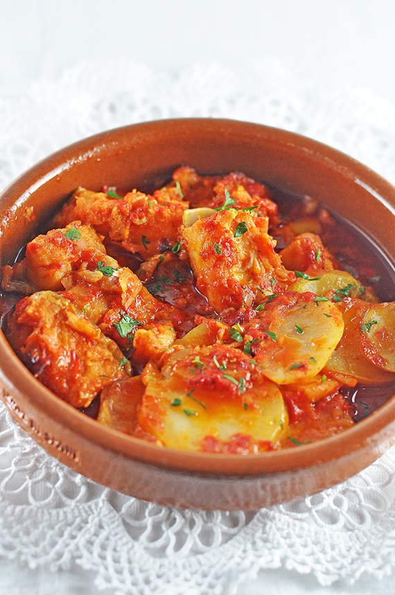 Salt cod with red pepper sauce bacalao a la vizcaina for Sauce for cod fish