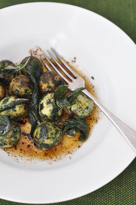 Spinach and Ricotta Gnudi | Trissalicious
